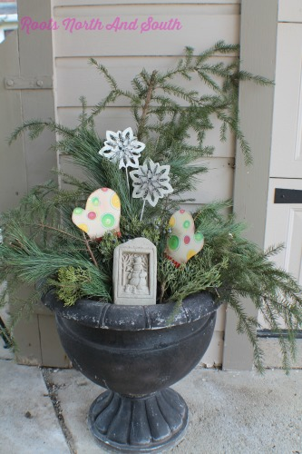 Decorating Outdoors at Christmas